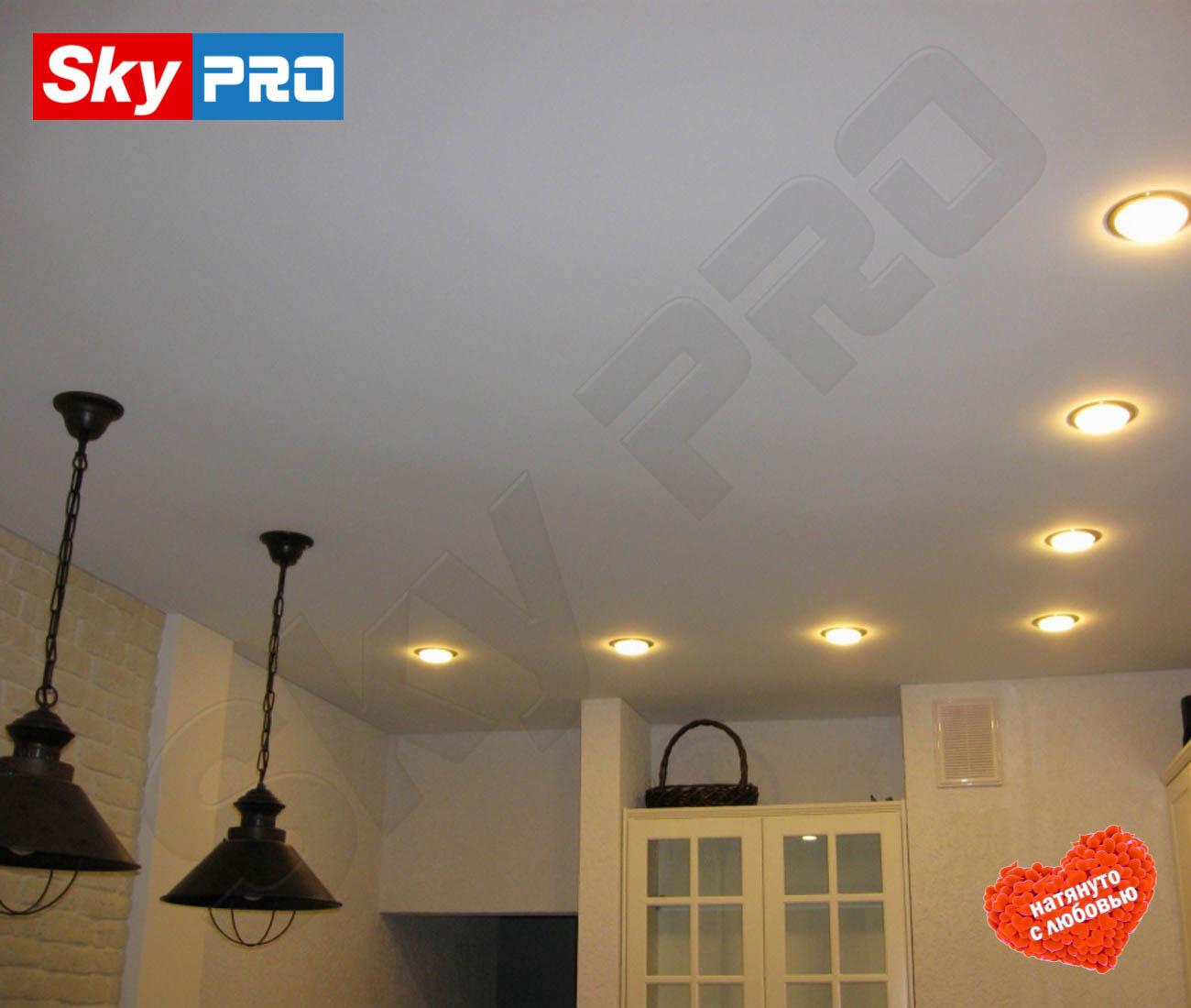 Белый сатиновый натяжной потолок Лайт цена за метр